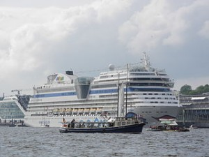 Die AIDAsol beim Hamburger Hafengeburtstag 2013. Foto: Flightlog