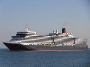 Queen Elizabeth beim Einlaufen in den Hafen von Tallinn (10. Juni 2012). Foto: Pjotr Mahhonin