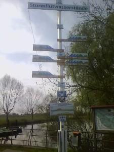 Die Sturmflutwasserstände im Alten Land: Beeindruckend, wenn man daneben steht.